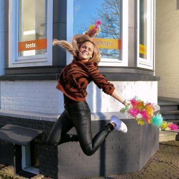 Trainer Mandy maakt een sprong